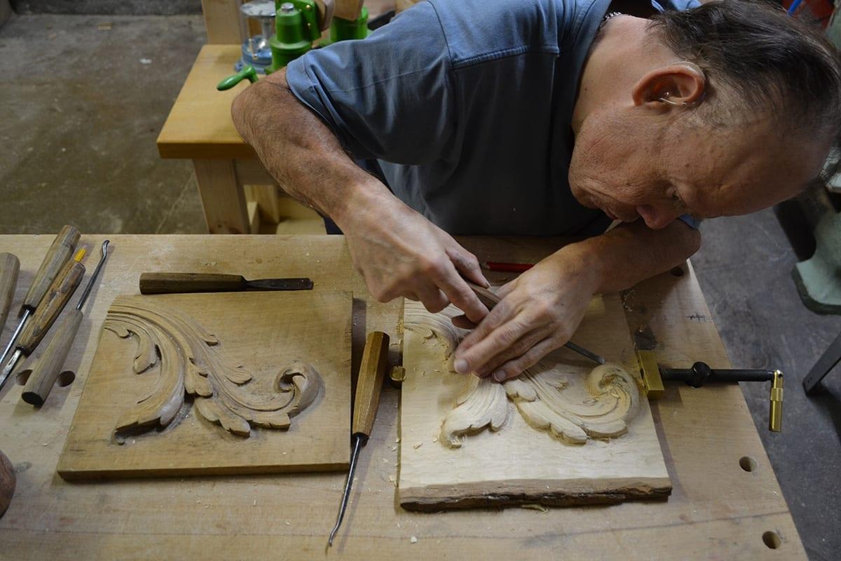 Sculpture sur bois feuille d'acanthe